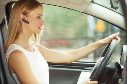 bluetooth-headset-auto-fahren