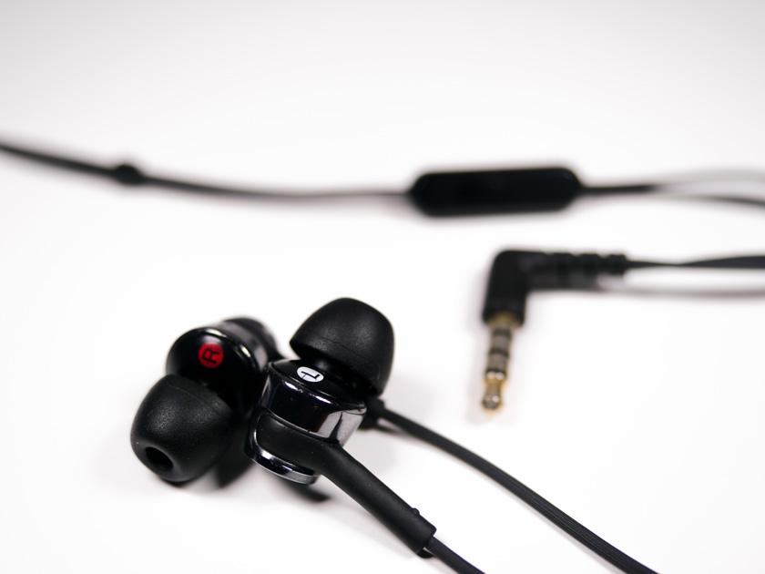in-ear Headsets auf weißem Untergrund